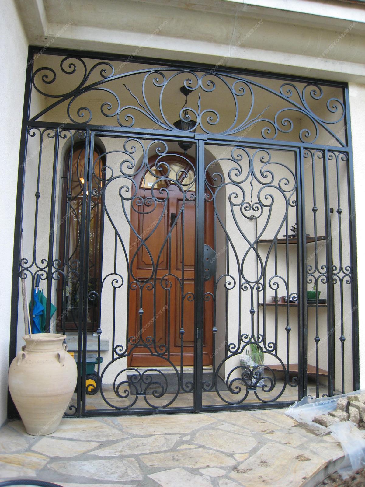 grilles en fer forg de d fense traditionnelles mod le gdt15 portail protection classique