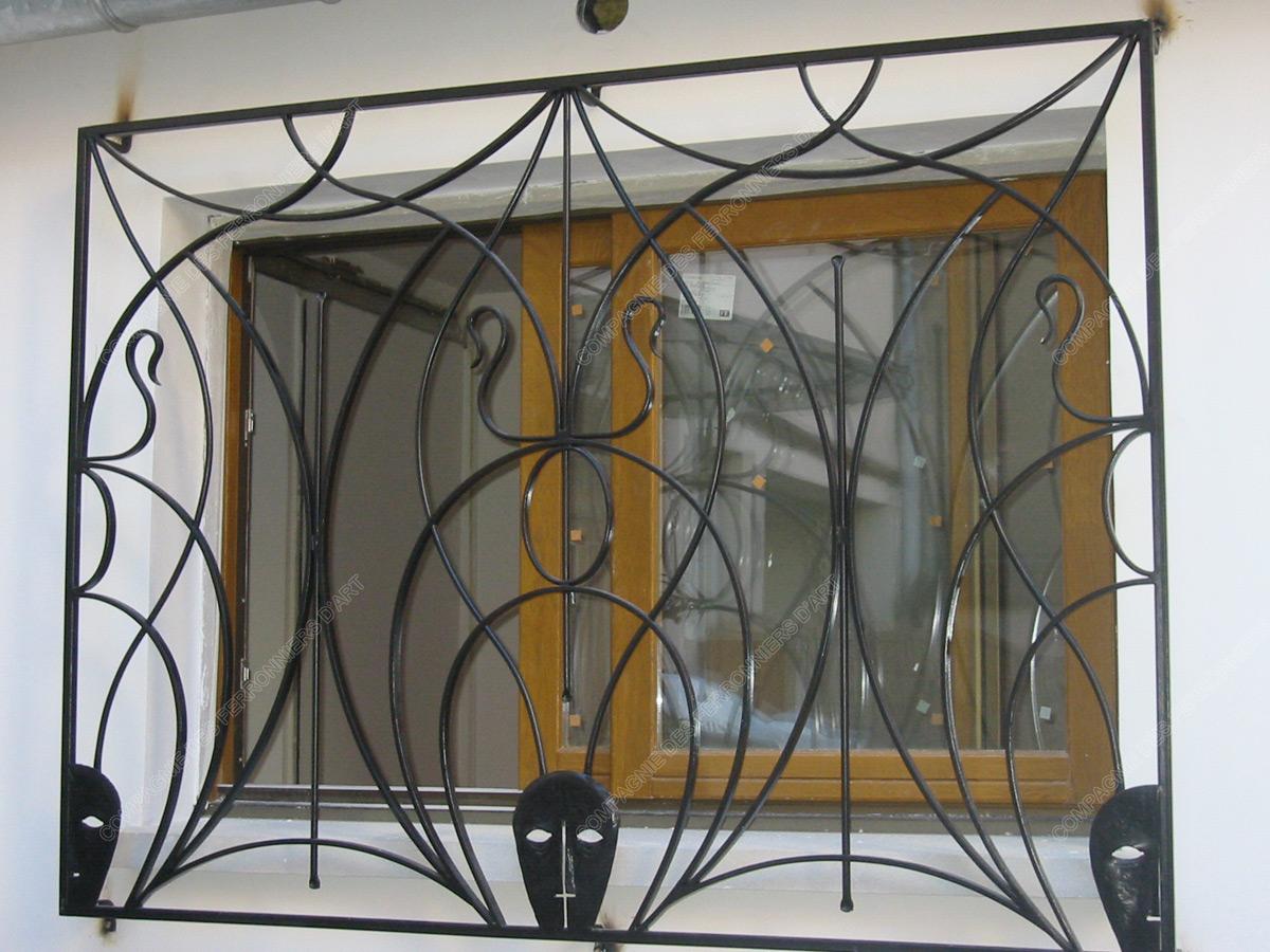 Grilles en fer forg de d fense diverses mod le gdd01 for Modele de grille de fenetre en fer forge