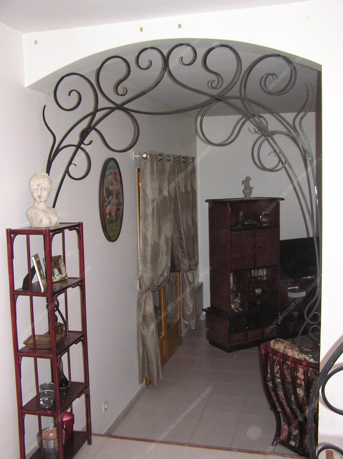 grilles en fer forg d coratives mod le gor02 volutes liane. Black Bedroom Furniture Sets. Home Design Ideas