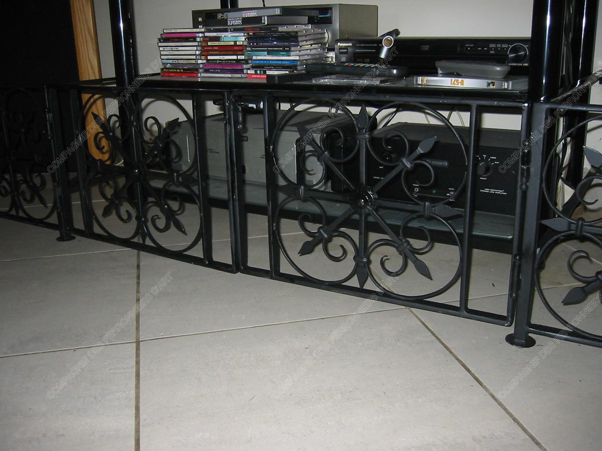 grilles en fer forg d coratives mod le gor04 m daillons croix. Black Bedroom Furniture Sets. Home Design Ideas