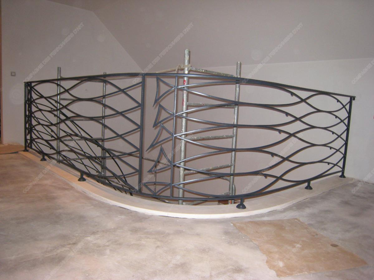 rampes d 39 escalier en fer forg art nouveau mod le poissons. Black Bedroom Furniture Sets. Home Design Ideas