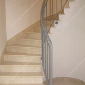 Rampes d 39 escalier en fer forg style design fonctionnel mod le barreaux - Hauteur rampe d escalier ...