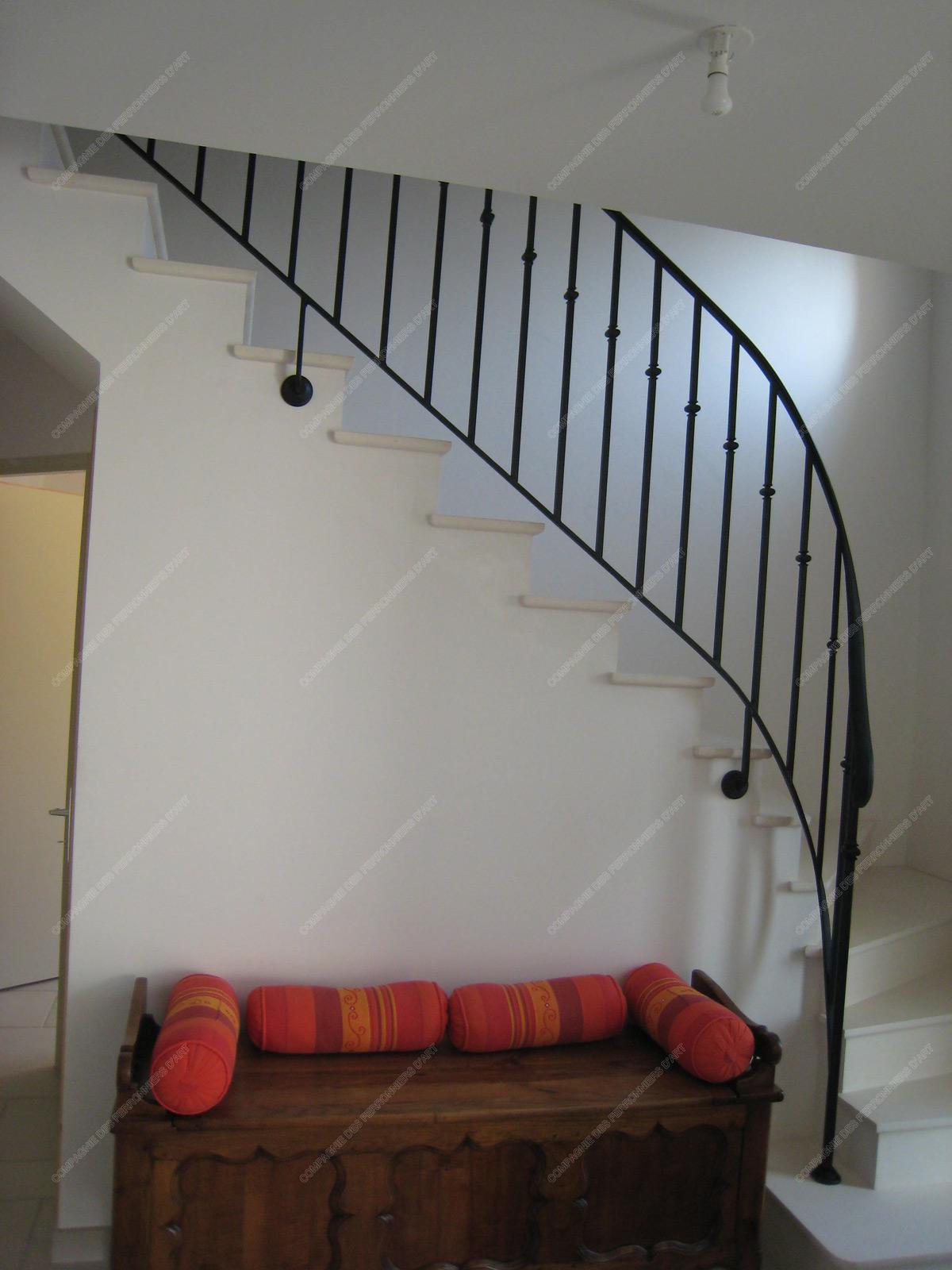 Rampes d\'escalier en fer forgé Design fonctionnel : Modèle Barreaux