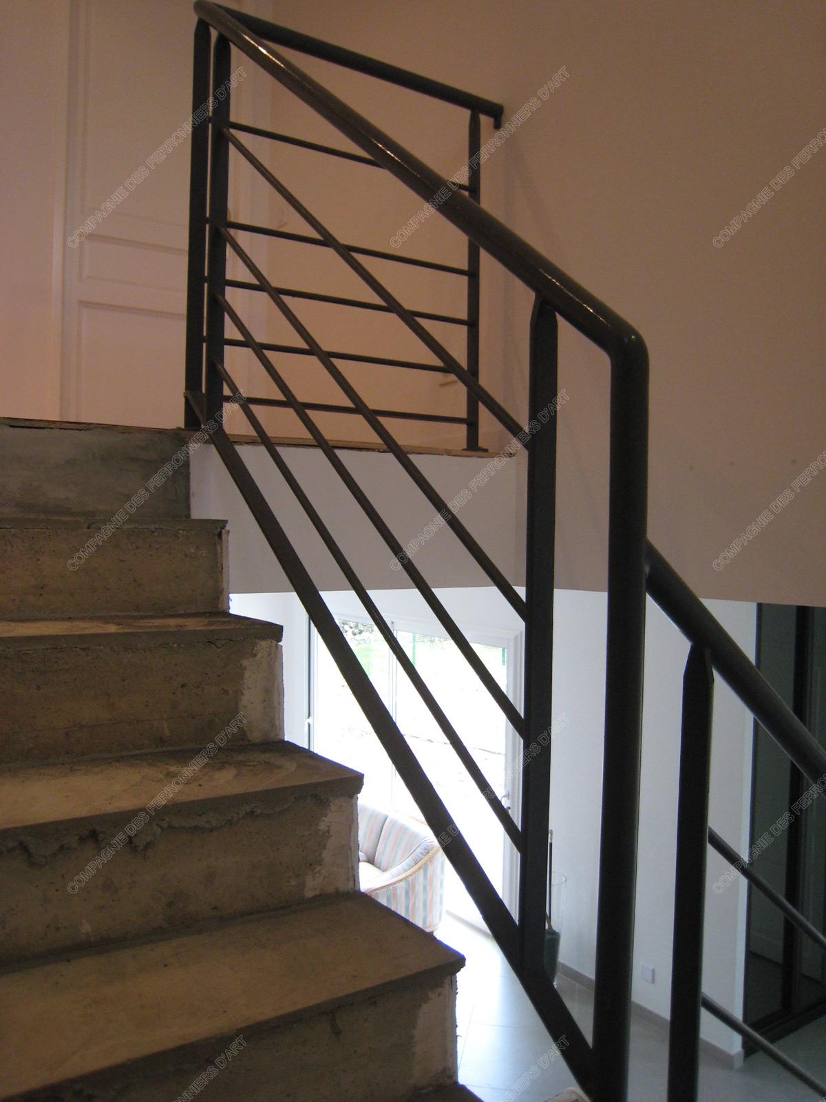 Rampes d 39 escalier en fer forg design fonctionnel mod le for Rambarde escalier design