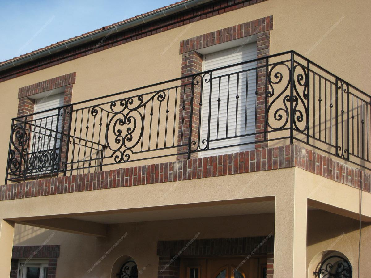 Garde corps en fer forg traditionnels mod le gct04 - Les plus beaux portails en fer forge ...