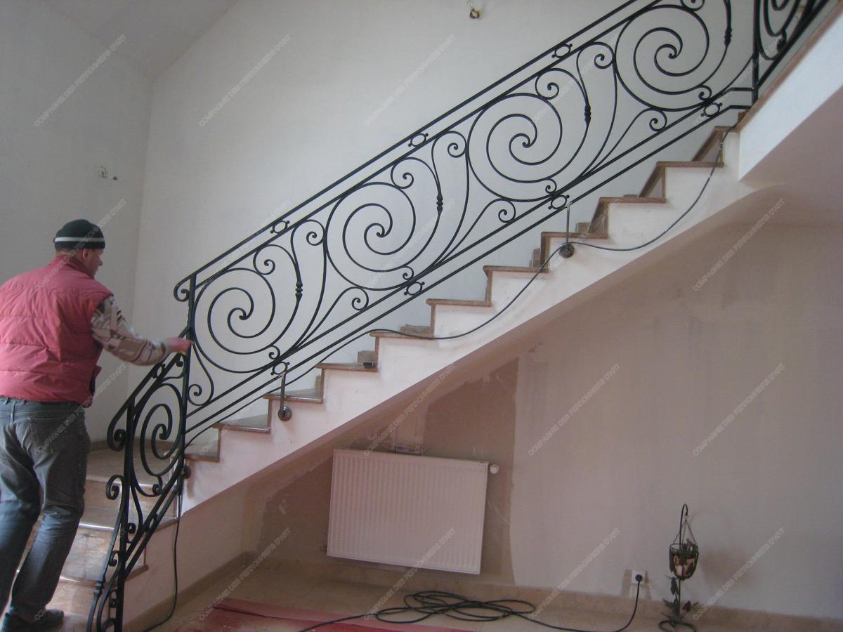 rampes d 39 escalier en fer forg classique mod le louis xvi. Black Bedroom Furniture Sets. Home Design Ideas