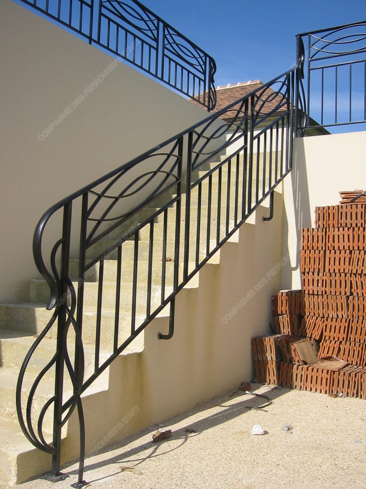 garde corps en fer forg modernes mod le gcm01 barreaux arceaux crois s. Black Bedroom Furniture Sets. Home Design Ideas