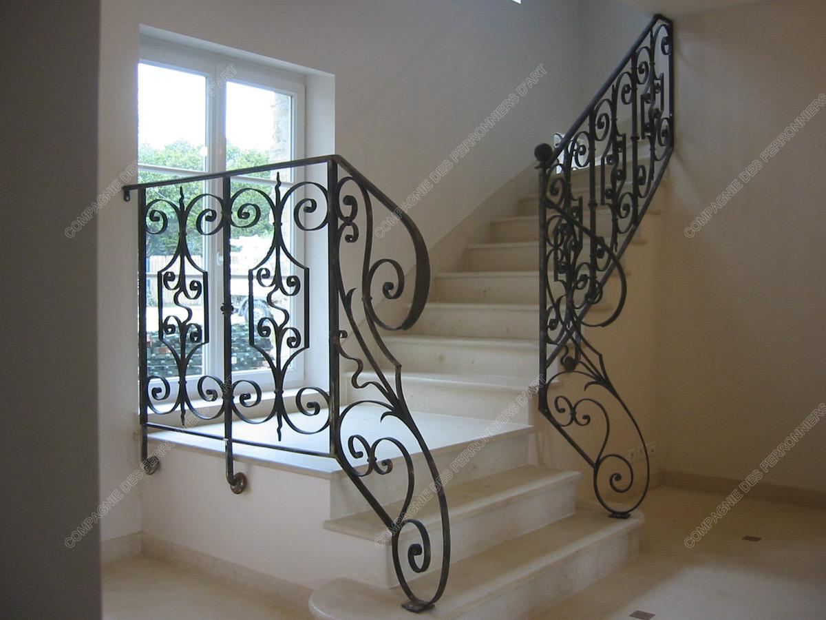 Rampes d 39 escalier en fer forg classique mod le marais for Escalier en fer forge