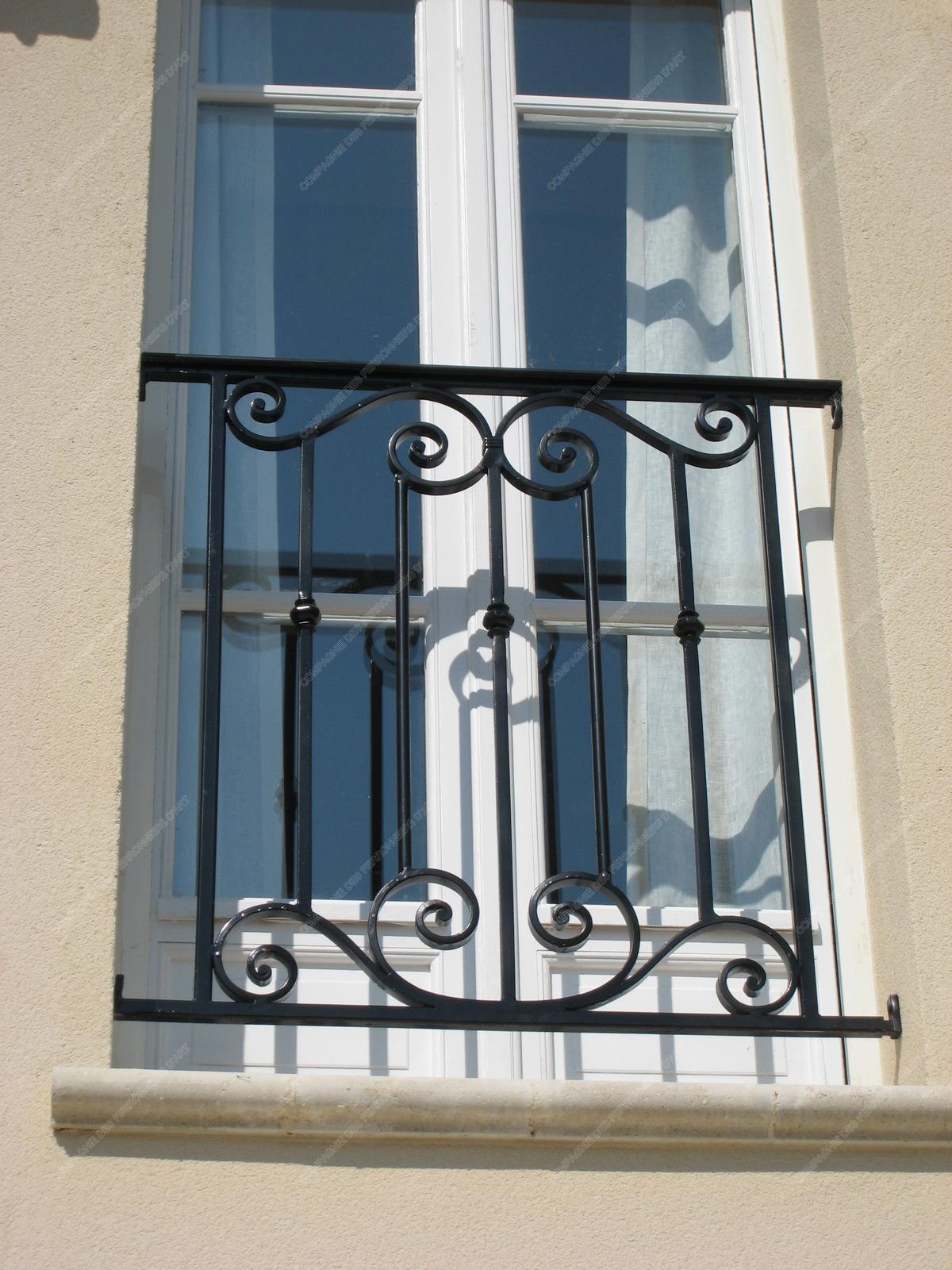 appuis de fen tre en fer forg traditionnels mod le aft05 barreaux volutes 4. Black Bedroom Furniture Sets. Home Design Ideas
