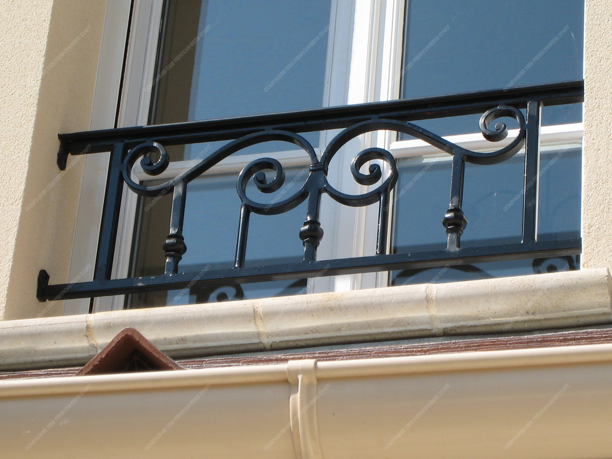 appuis de fen tre en fer forg traditionnels mod le aft06 barreaux volutes 5. Black Bedroom Furniture Sets. Home Design Ideas