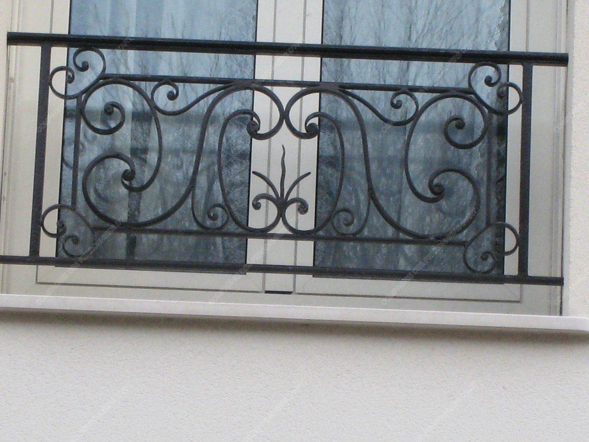Appuis de fen tre en fer forg traditionnels mod le aft10 m daillon 4 for Porte fenetre en fer